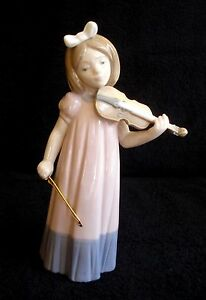 NAO BY LLADRO YOUNG GIRL PLAYING VIOLIN PORCELAIN FIGURINE # 1034 MINT