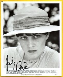 D-JUDY-DAVIS-Autographed-B-amp-W-Photo-from-PASSAGE-TO-INDIA-W-COA