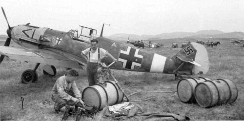 WWII Photo Me-109 from JG-27 at the airport World War// 299