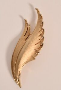 Vintage-Crown-Trifari-Gold-Tone-Pin-Brooch-Abstract-Feathers-Leaf-Wings