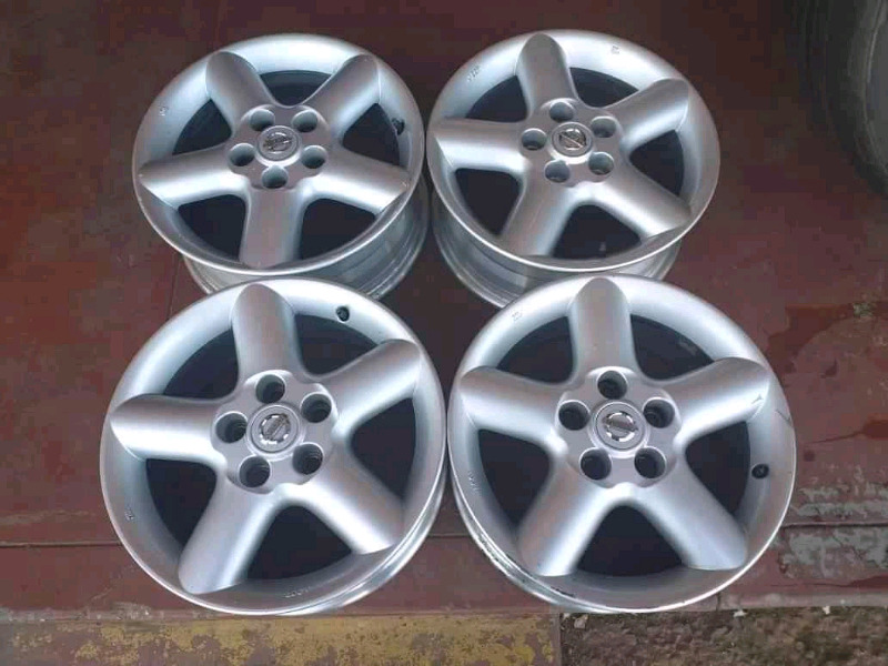 Nissan extrail original alloy mags size 16 set for sell 0677654232