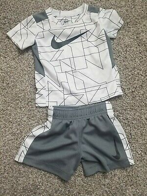NIKE Baby Boys 2-Piece Swoosh Muscle Shirt /& Shorts Set