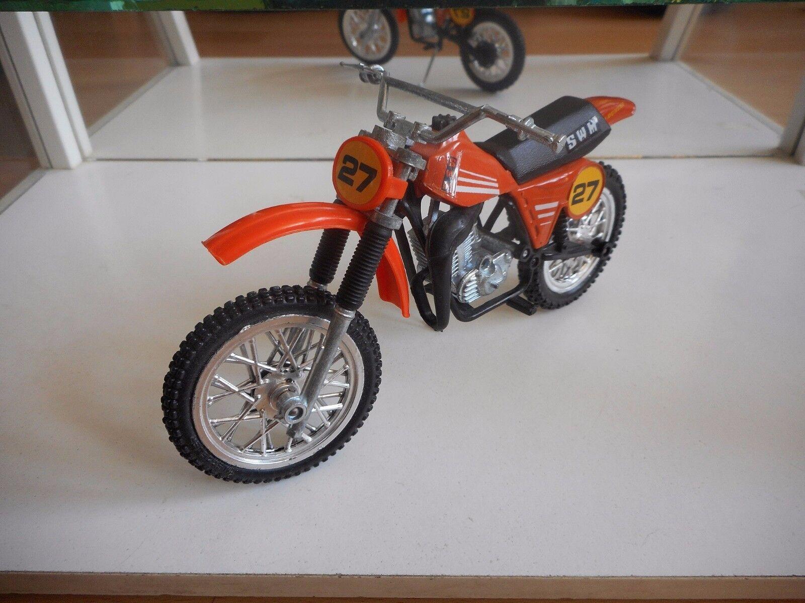 1  12 p.m. Motorcycle Cross piscina naranja