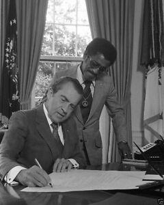 Nixon office Older Image Is Loading Presidentrichardnixoninovalofficewithsammy Ebay President Richard Nixon In Oval Office With Sammy Davis Jr New 8x10