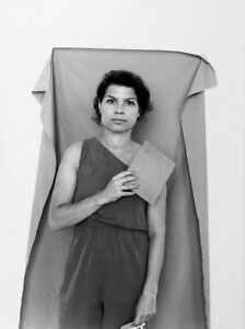 Anja Manfredi. Geste und analoge Photographie / Gesture and Analog Photography