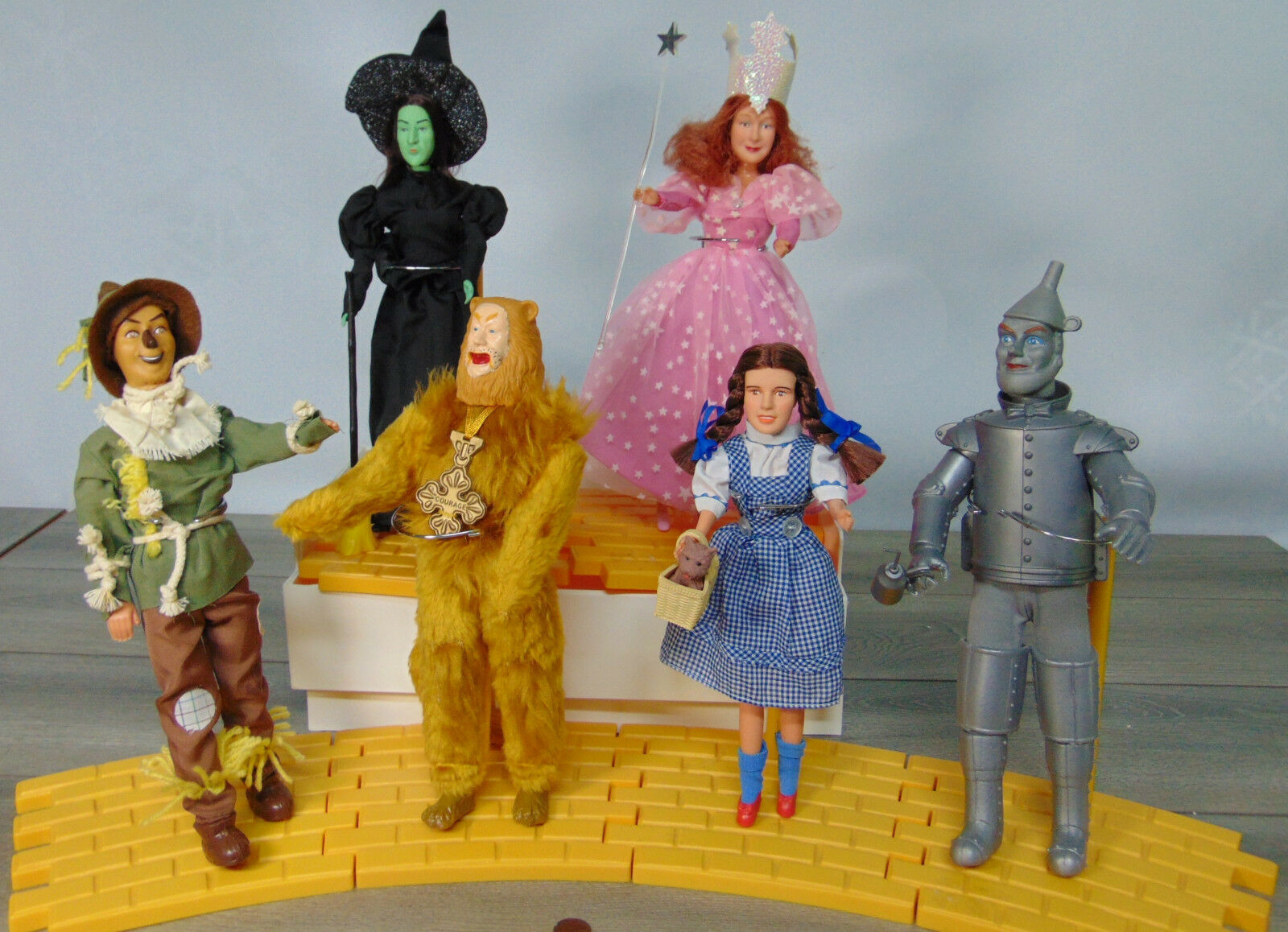 6 Wizard oz Bambola Dorossohy Glinda Toto Latta Man Strega Spaventapasseri Giallo