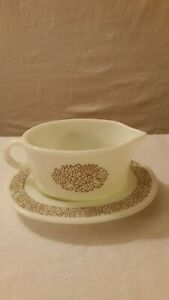 Pyrex-Corning-77B-Gravy-Boat-Pitcher-and-77U-Under-Plate-Dish-in-Woodland-Brown