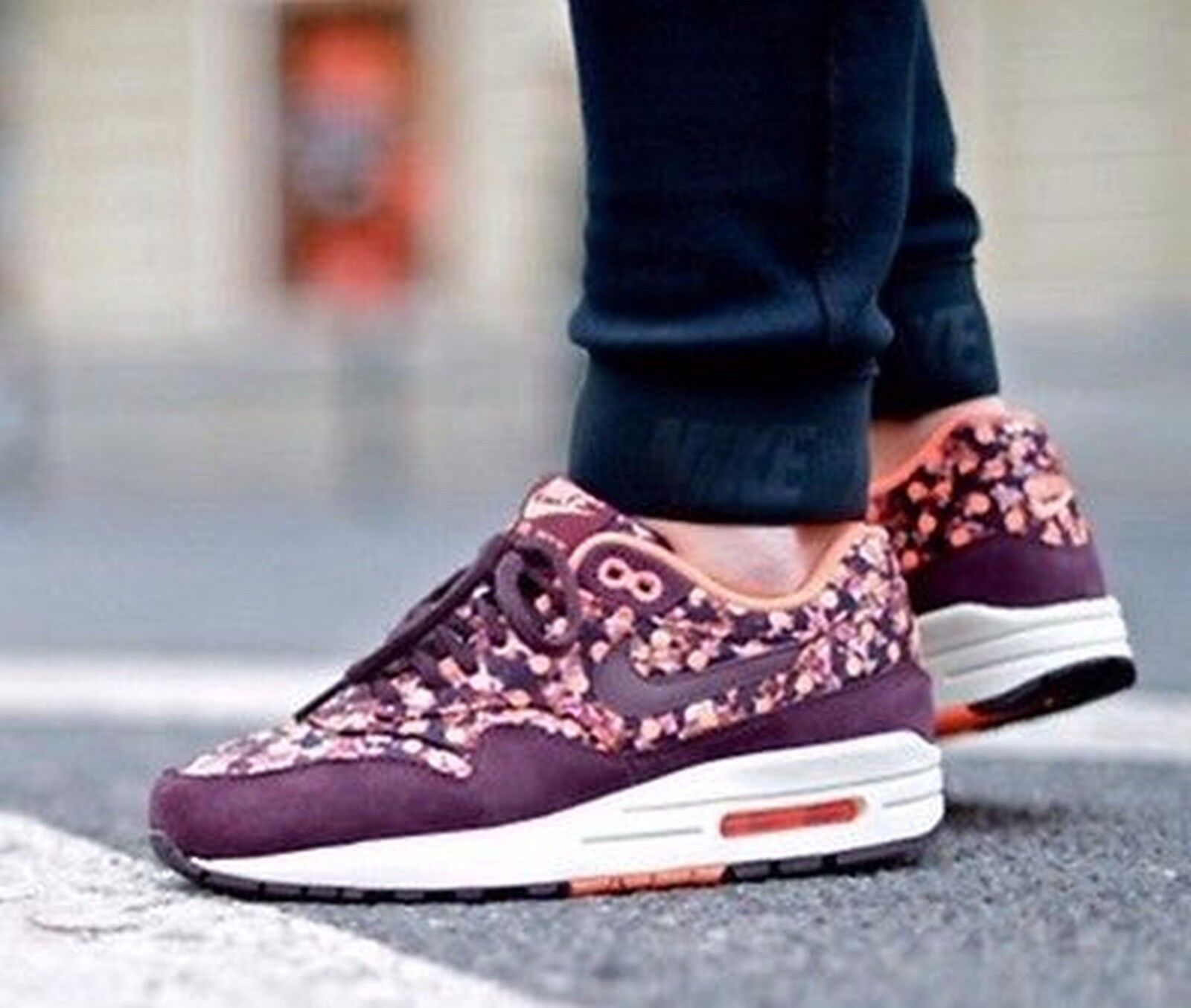 Nike Air Max 1  Liberty Prints QS Deep Burgundy Shoe size 8.5 540855-600