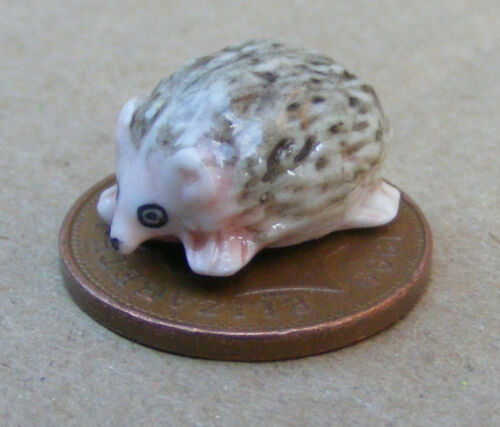1:12 Scale Ceramic Hedgehog Tumdee Dolls House Miniature Garden Animal A