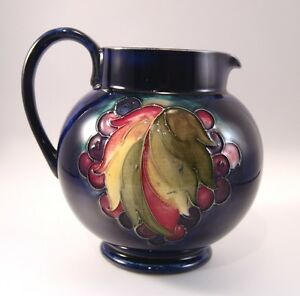 Vintage-Moorcroft-Pottery-to-the-Queen-English-Vase-5-034-Leaf-amp-Berry-Blue-Jug