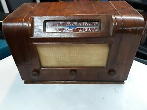 Traveler-Radio-Wooden-With-Bakelite-Knobs-Vintage-Art-Deco-Rare-Tested-Working