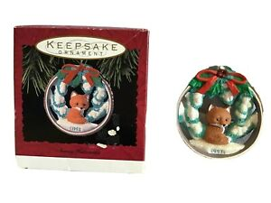 HALLMARK-KEEPSAKE-Ornament-Snowy-Hideaway-Fox-Glitter-1993-Vintage-EUC