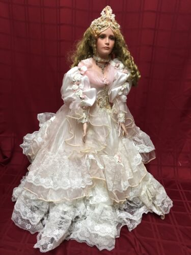 Rustie 1999 Porcelain 36 Doll Pink Dress Lace Roses Faux Stone Accents 200/2000 Puppen & Zubehör
