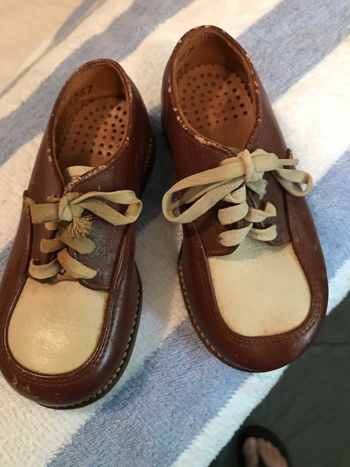 1960s Child Two Tone Dress shoes! - image 3