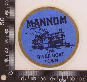 VINTAGE-MANNUM-SA-AUSTRALIA-SOUVENIR-PATCH-FELT-CLOTH-SEW-ON-BADGE