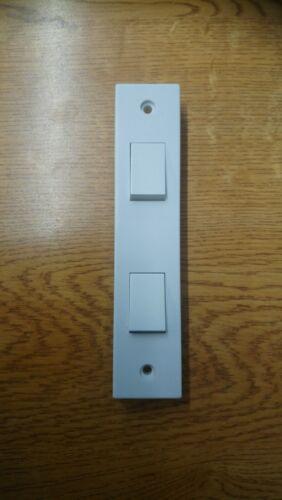 BG électrique Double Deux Gang ARCHITRAVE COMMUTATEUR carrée blanche bordée de 2 Gang 2 Way