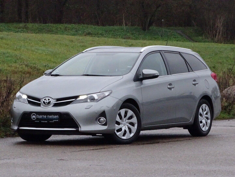 Toyota Auris 2,0 D-4D T2 Touring Sports