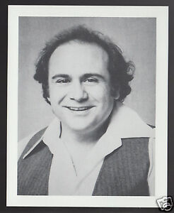 DANNY-DEVITO-TV-Movie-Star-Actor-1995-WHO-039-S-WHO-GAME-CANADA-PHOTO-TRIVIA-CARD