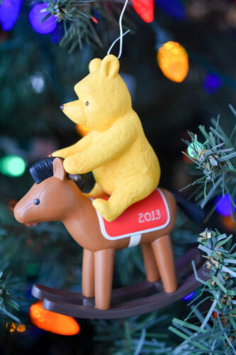 Winnie the Pooh Hallmark Ornament Baby/'s First Christmas 2013