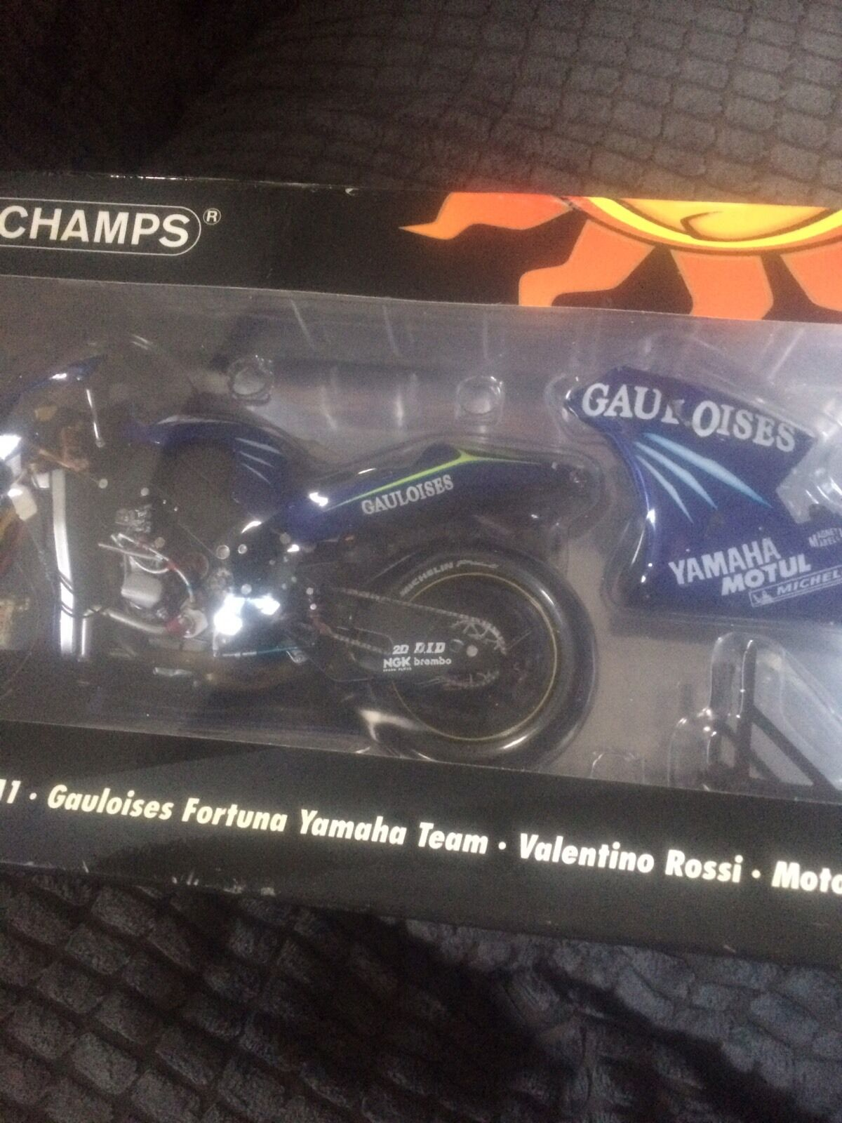 Valentino Rossi minichamps Gaulosis Yamaha M1 2004 and Rider code 3