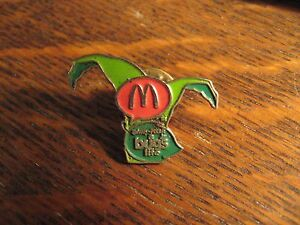 Disney-Bug-039-s-Life-Pin-Vintage-1998-Restaurant-Pixar-Movie-Jester-Hat-Lapel-Pin