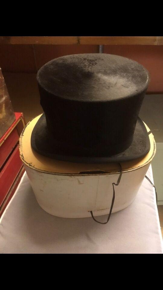 Hat, C W Borchert, Sort