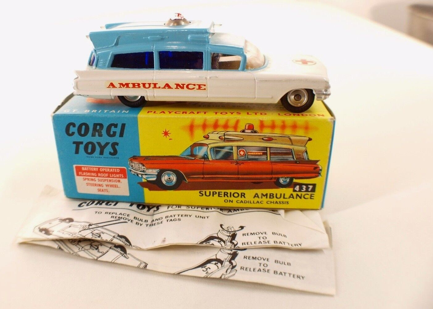 Corgi Toys N º 437 Ambulancia Superior On Cadillac Chasis en Caja