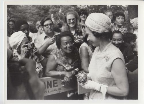 Queen Elizabeth.. Greetings for the Queen in Harlem 71276Press Photo