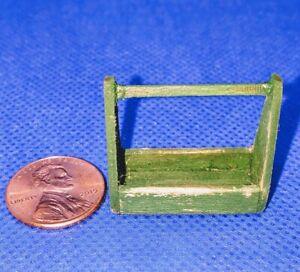 Casa-de-Munecas-Miniatura-Handmade-Herramienta-Caja-Caddie-Worn-Verde-1-24