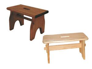 Sgabello colore naturale o noce ad acqua in legno massello di