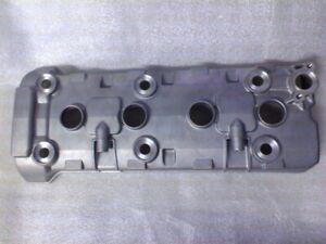 Piece-origine-NEUVE-SUZUKI-11171-44G00-000-Couvercle-de-culasse-GSR600