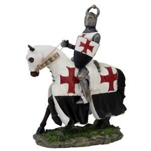 Deutscher Templerritter auf Pferd mit Schild rot-weiß