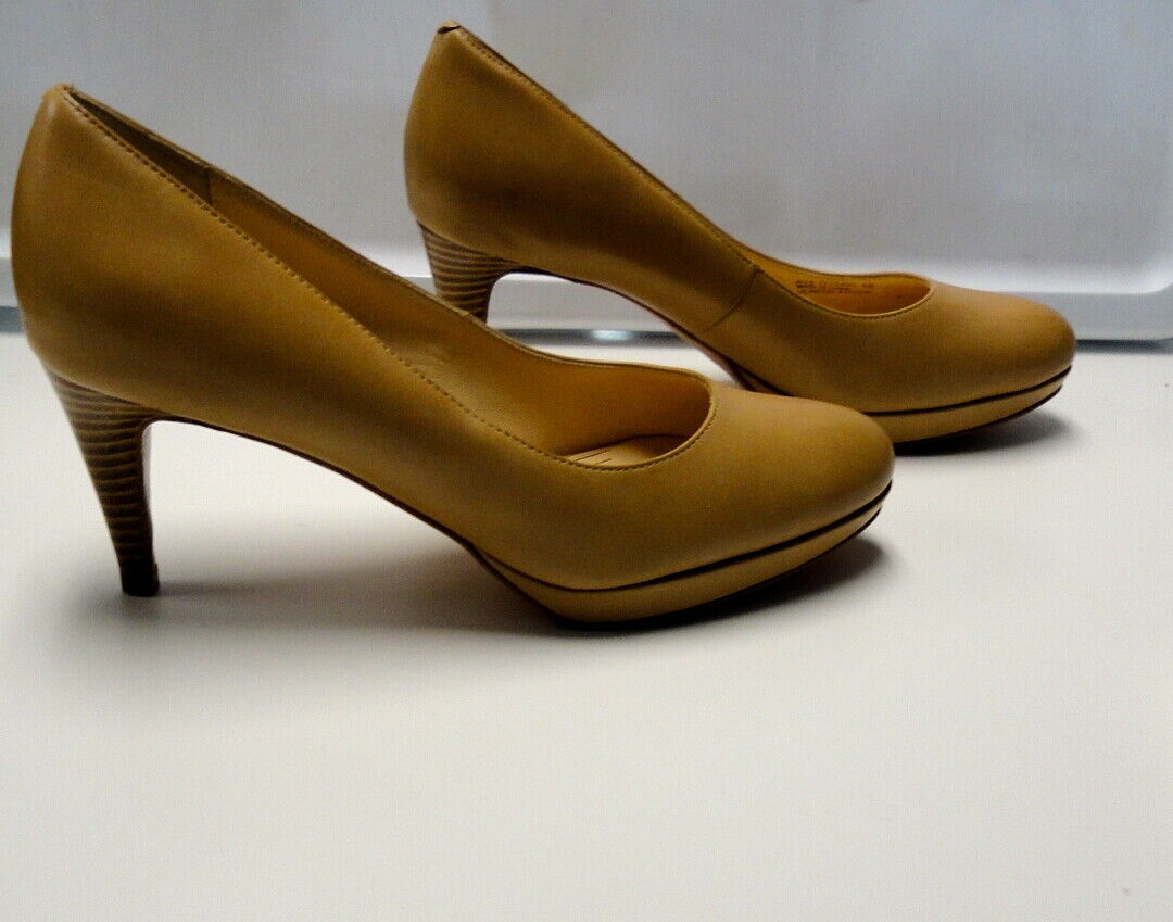 COLE HAAN Beige Solid Leather Round Toe Slim Heel Classic Pumps Size 8 B4286