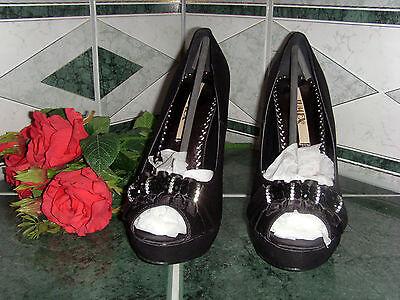 Neu, modische elegante Pumps,Gr.40, High Heel, must have, toller Look, Schuhe