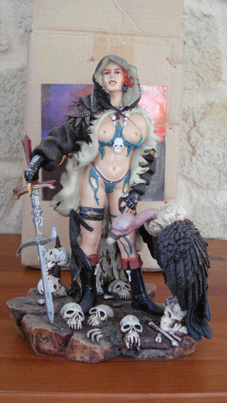 Rare statue résine Femme avec vautour 25 cm