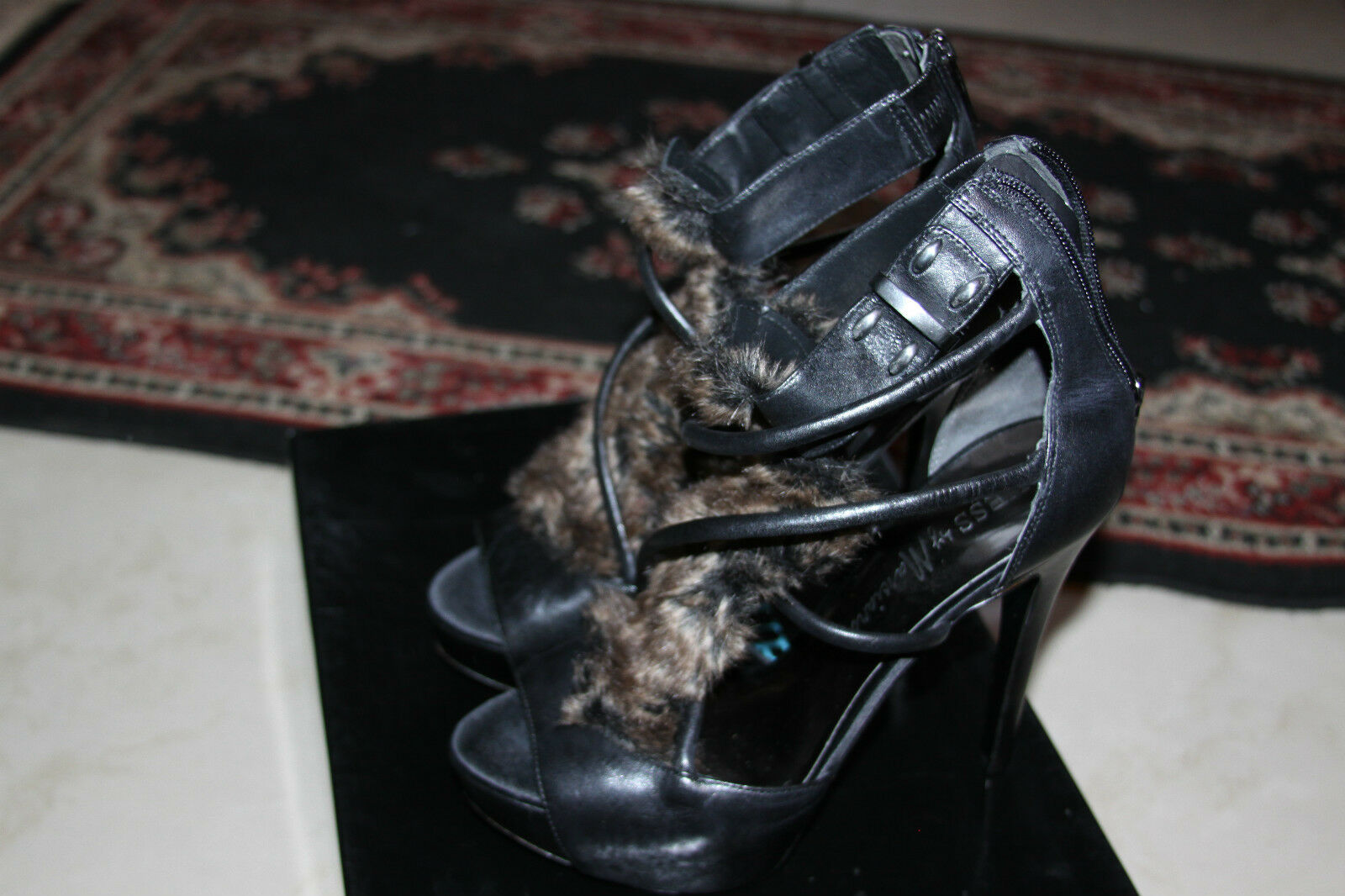 GUESS BY MARCIANO BLACK SIZE MULTI LEATHER HEELS SIZE BLACK 9M 066458