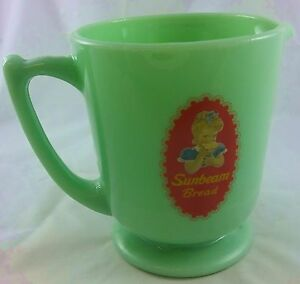 JADITE GREEN GLASS SUNBEAM BREAD GIRL LOGO 4 CUP CAPACITY MEASURING CUP PITCHER