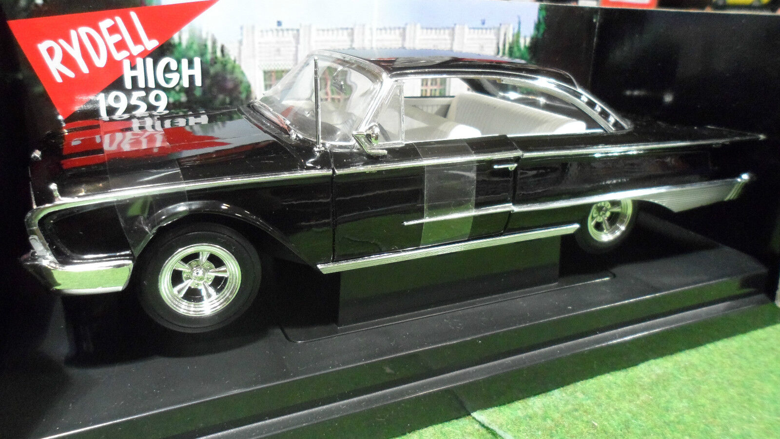 FORD  STARLINER HOT ROD 1960 film GREASE 1 18 AMERICAN MUSCLE ERTL 36602 voiture