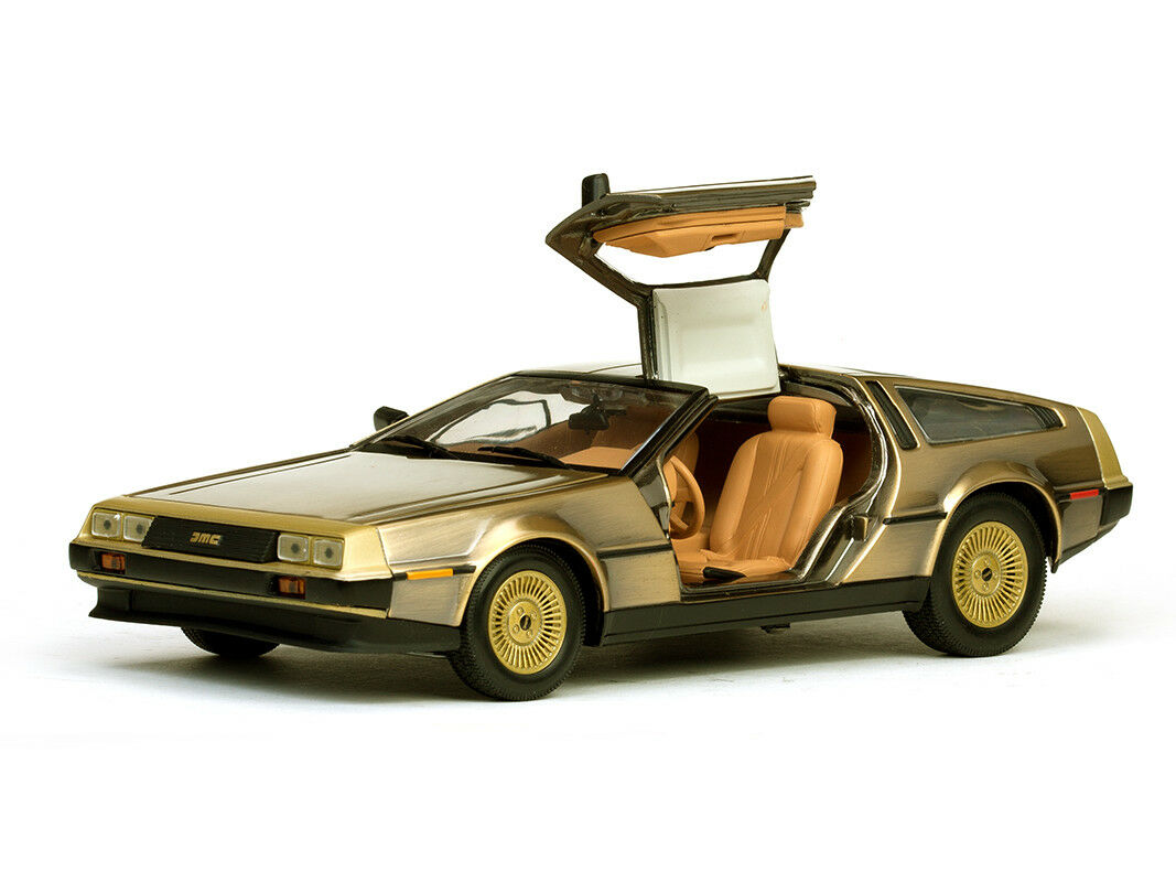 Sun Star 1981 De Lorean DMC 12 Coupe  gold EDITION 1 18 Scale 2702