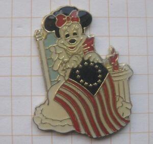 MICKEY MOUSE / MINNIE / USA FAHNE ....... Comic-Pin (159k)