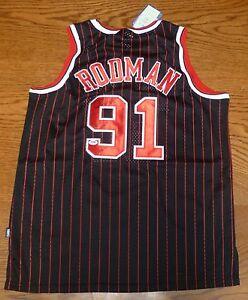 Dennis-Rodman-Signed-Black-Chicago-Bulls-Jersey-PSA-DNA-COA-HOF-2011-The-Worm-52