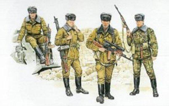 Dragon 1 35 Soviet Motor Rifle Troops Soldier Figure Plastic Model Kit 3008
