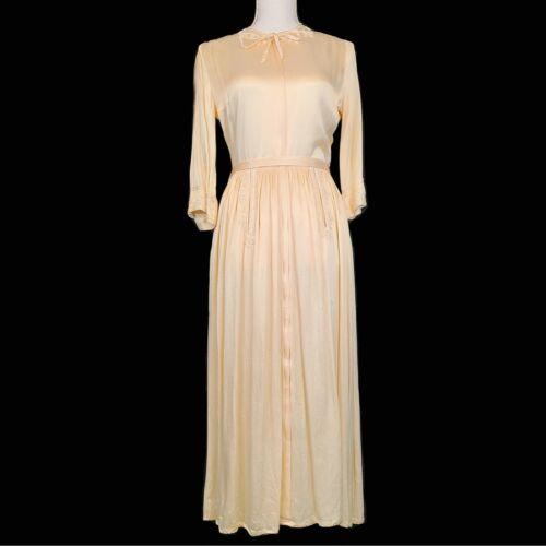 Hollywood glamour Antique 1930's dressing gown.