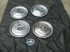 RARE-SET-1960s-1964-FORD-FAIRLANE-SPORT-COUPE-HUBCAP-HUB-CAP-W-SPINNER