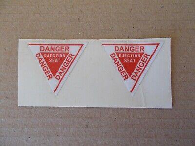 2x Danger Ejection Seat Raf Martin Baker Sticker Decal 25x22mm Per Spedizioni Veloci