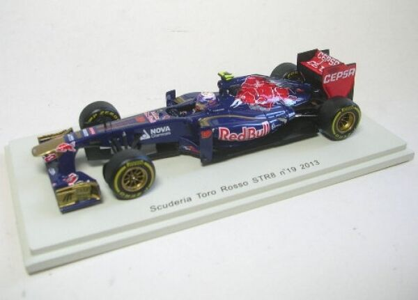 Tgold red STR8 No.19 Daniel Ricciardo Formula 1 2013