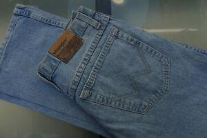 WRANGLER-Regular-fit-Herren-Men-Jeans-Hose-W32-L32-hellblau-stonewashed-AB34