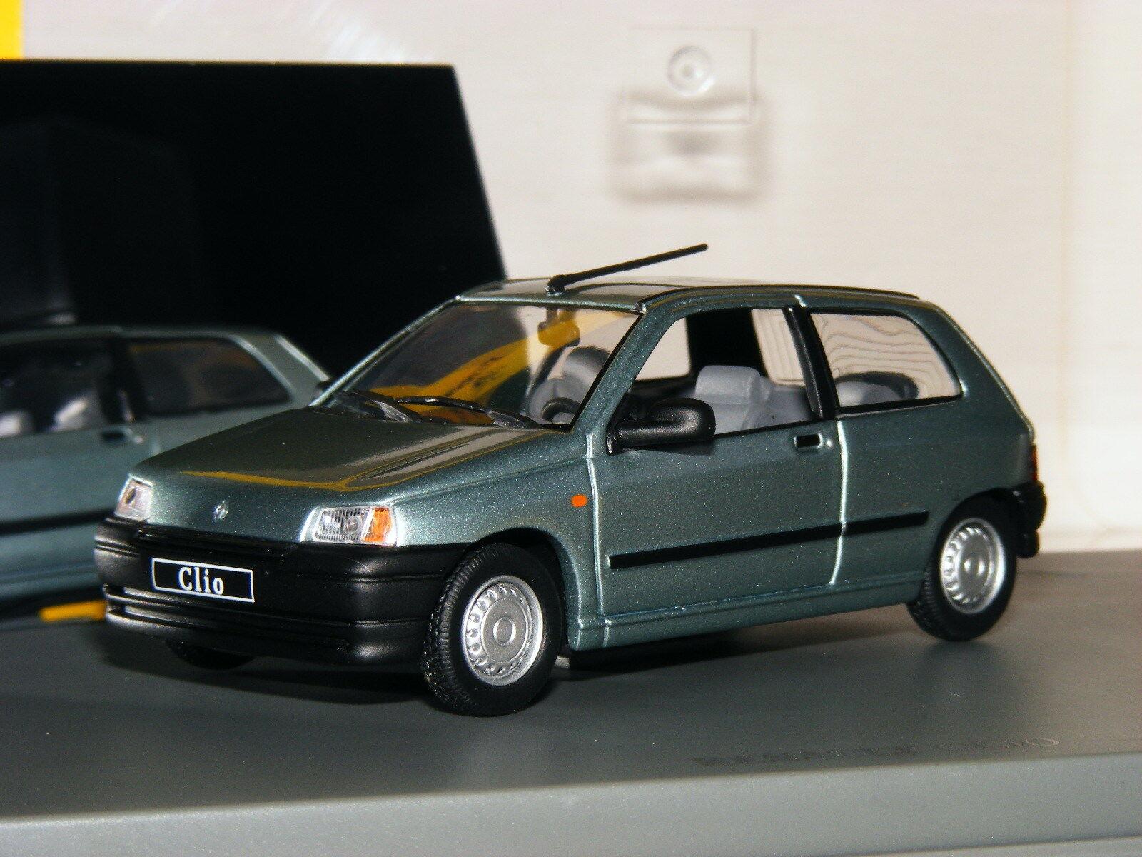Universal Hobbies 1990 Renault Clio 3-Door Metallic bluee Dealer Edition 1 43