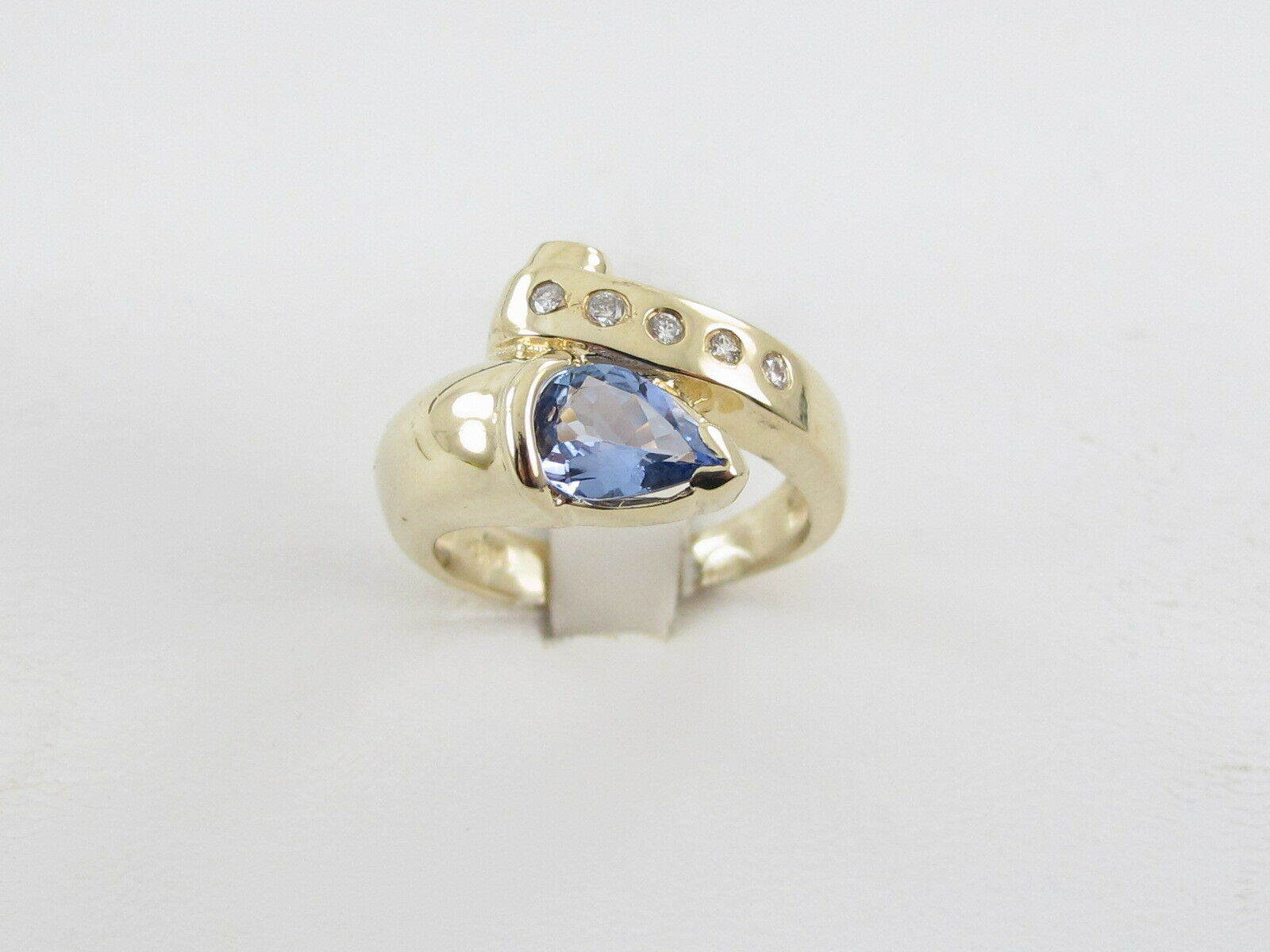 14k Yellow gold Sneak Style Diamond And Tanzanite Ring Size 6 1 2 1.20 carats