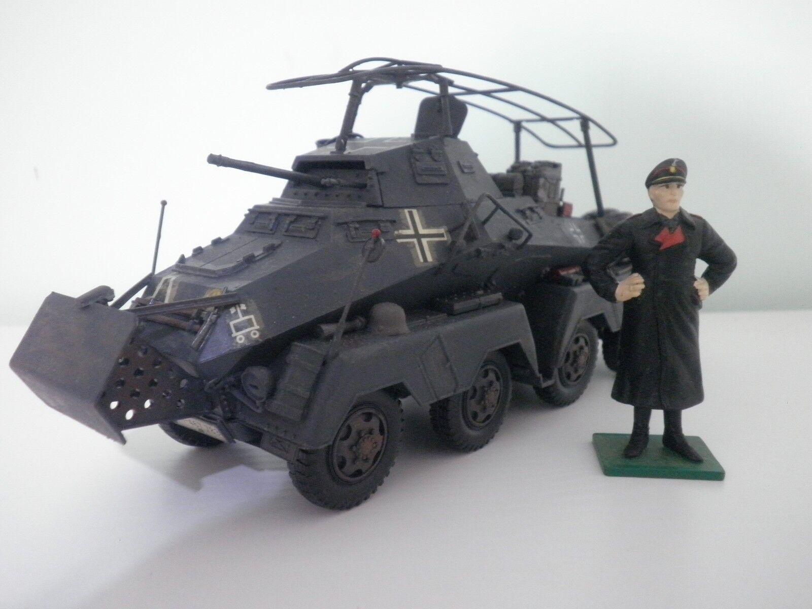 Modellino Mezzo Militare Tedesco Dipinto Tamija o Italeri  1 35 con Figurino